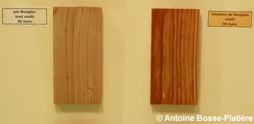 Deux planches de Douglass vieillis de 30 mois dont un ayant subi un procédé d'oléothermie