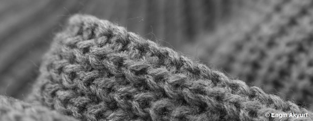 Gros plan sur un tissage de vêtement gris