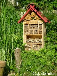 """Un hôtel à insectes fait """"maison"""""""