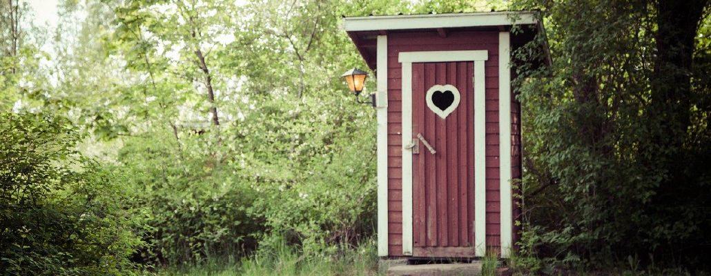 Toilettes au fond du jardin