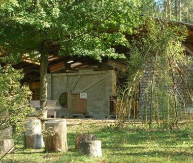 Plan large sur une maison (exposition habitat) et des espaces verts