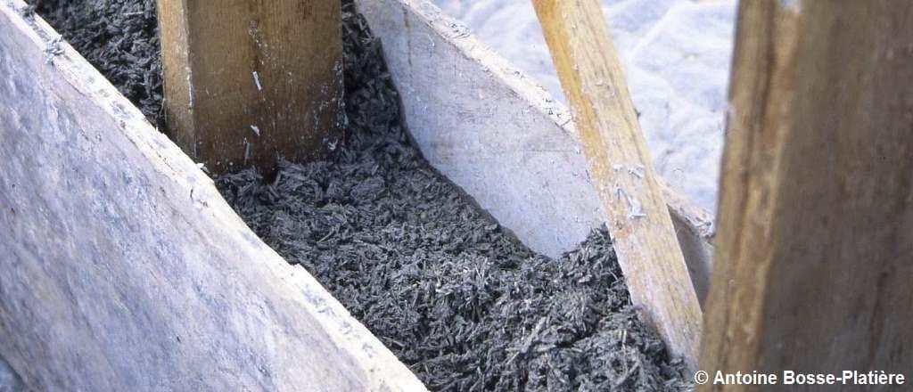 Gros plan sur un remplissage en béton de chanvre banché