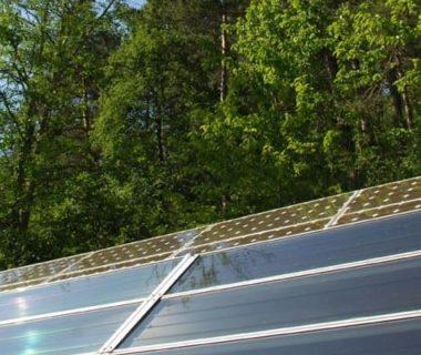 Quelques panneaux photovoltaïques de Terre vivante