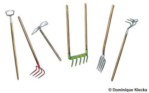 Illustration de 6 outils de jardin, de gauche à droite : sarcloir, croc, serfouette, fourche écologique, fourche-bêche et griffe spatulée